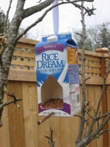 Diy φωλια πουλιων απο αδειο κουτι γαλα