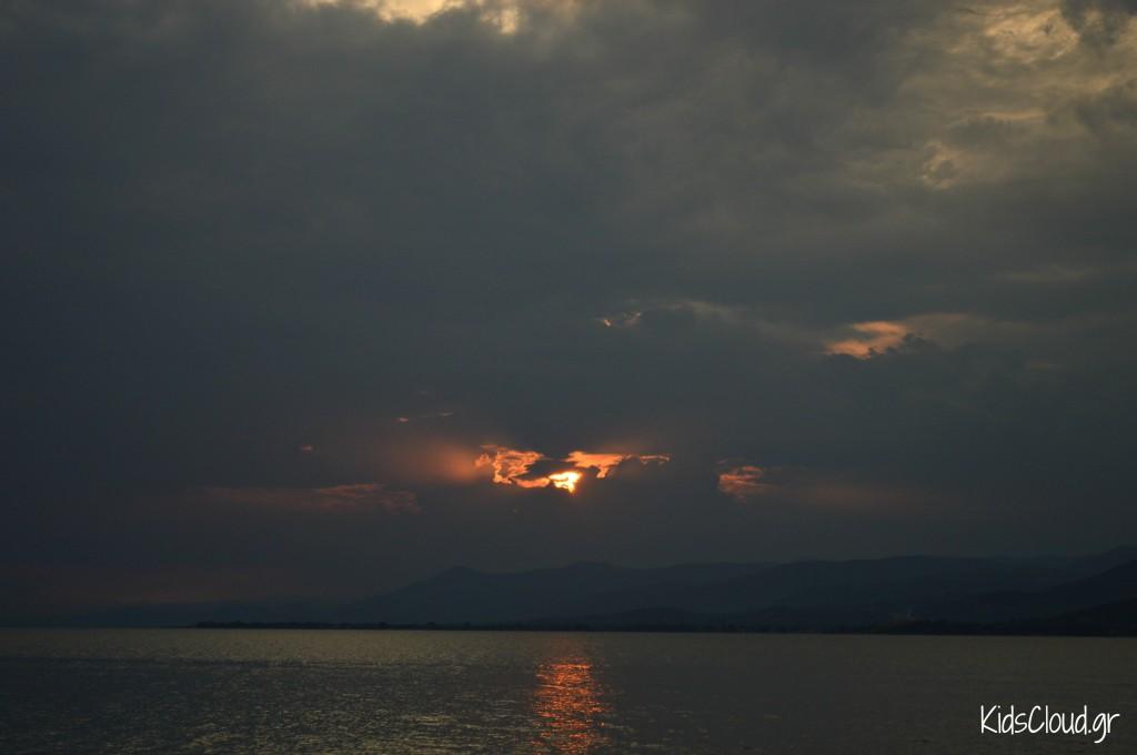 ηλιοβασίλεμα μπουρίνι