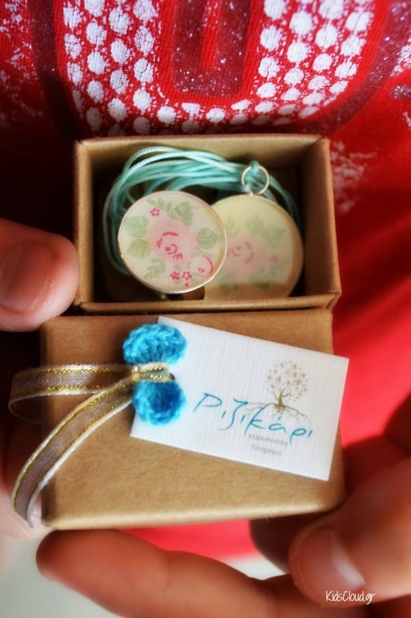 Το αναμνηστικό δώρο στη δασκάλα μας - δαχτυλίδι και μενταγιόν από το Ριζικάρι.