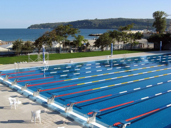 1024px-Olympian_Swimming_pool,_Varna